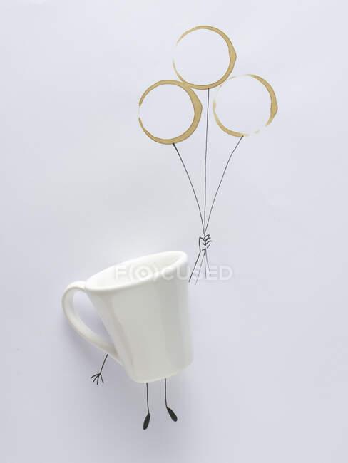 Taza conceptual persona sosteniendo globos - foto de stock