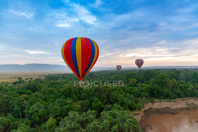 Hot air balloons flying over Masai Mara National Reserve, Kenya — Stock Photo