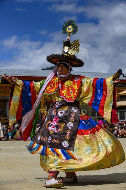 Homem dançando em um festival tradicional, Mosteiro de Gangteng, Distrito de Wangdue Phodrang, Butão — Fotografia de Stock