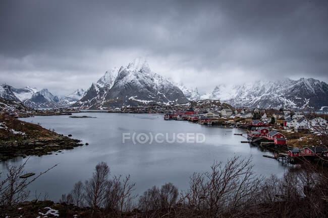 Moody sky over Reine, Moskenesoya, Lofoten, Nordland, Norvegia — Foto stock