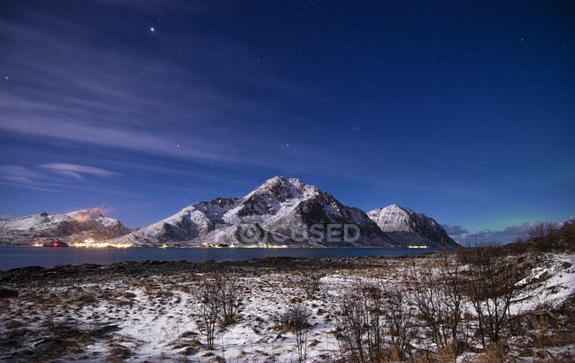 Northern lights brewing, Lofoten, Nordland, Norvegia — Foto stock