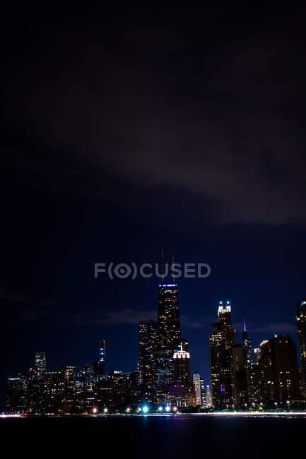 City skyline at night, Chicago, Illinois, Stati Uniti — Foto stock