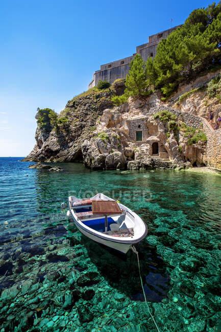 La vista dell'isola duascar nik della costa adriatica del Mar Mediterraneo in provincia di Creta, Grecia — Foto stock
