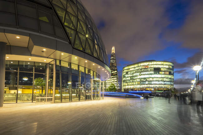 City Hall and the Shard at sunset, London, England, UK — стокове фото