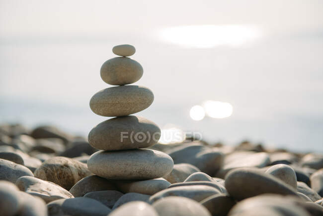 Stack of pebbles on beach — Stock Photo