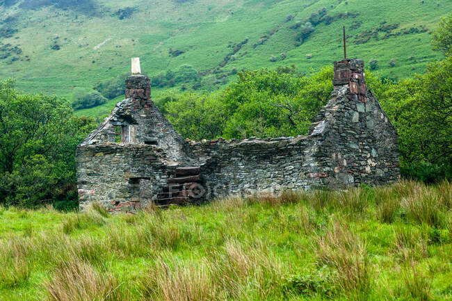 Casa de piedra abandonada, Isla de Arran, Escocia, Reino Unido - foto de stock