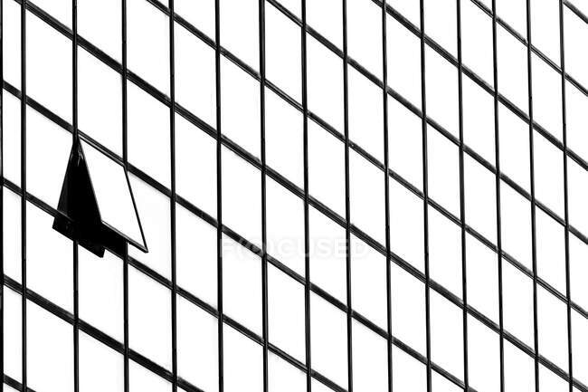 Primo piano di una finestra aperta su un grattacielo, Indonesia — Foto stock