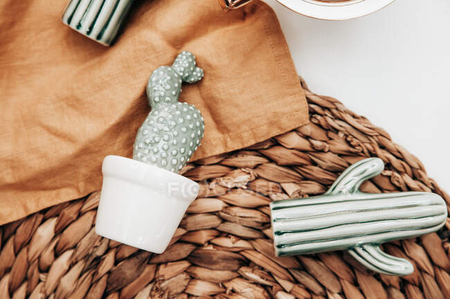 Ceramic cacti on a placemat and napkin — Stock Photo