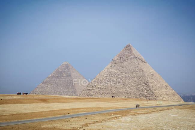Complesso piramidale di Giza vicino al Cairo, Egitto — Foto stock