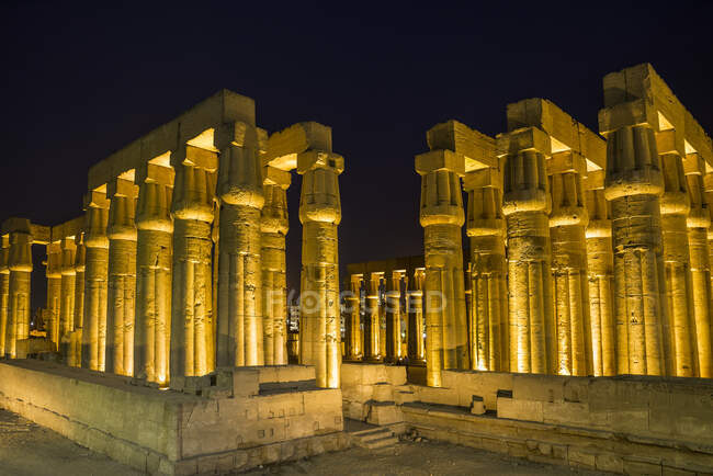 Amenhotep III colonnade at night, Luxor, Egypt — Stock Photo