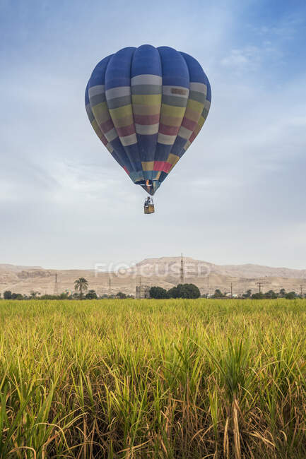 Hot air balloon flying over Valley of the Kings, Luxor, Egypt — стокове фото