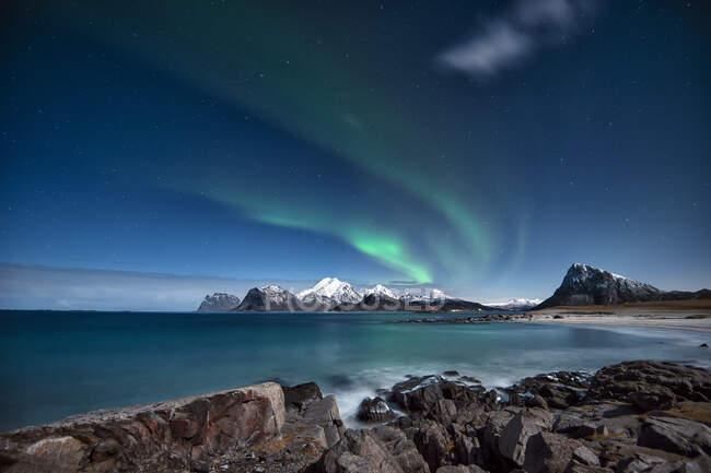 Luces del norte, Lofoten, Nordland, Noruega - foto de stock