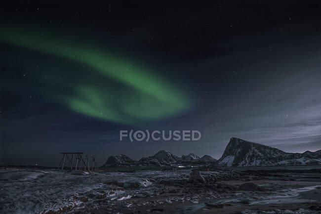 Luces del norte, Sandnes, Flakstad, Lofoten, Nordland, Noruega - foto de stock