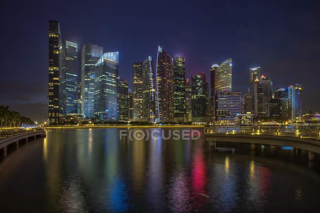 Ночами в Сінгапурі. — стокове фото