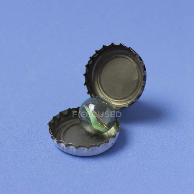 Крупный план кучи алюминиевых банок — стоковое фото