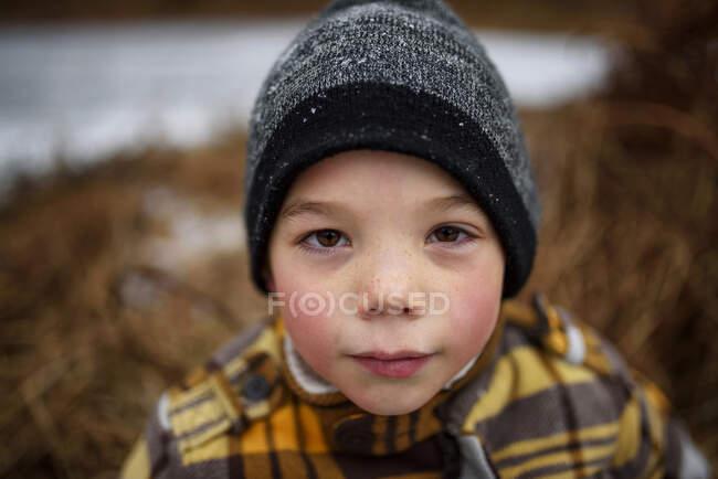 Portrait of a boy wearing a woolly hat — Photo de stock