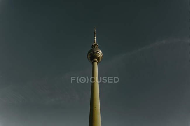 Torre de televisión Fernsehturm, Berlín, Alemania - foto de stock