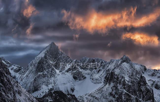 Mt Stortinden, Flakstad, Lofoten, Nordland, Norvegia — Foto stock