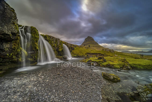 Сценографический снимок Киркюфелльсфельда на восходе солнца, Исландия — стоковое фото