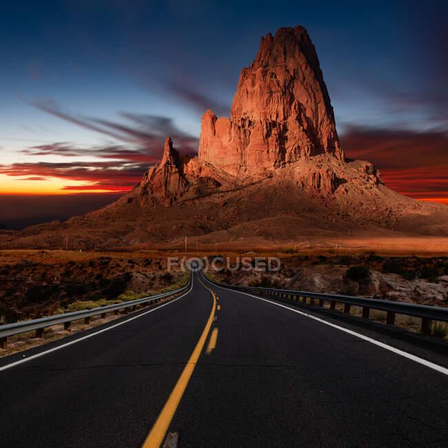 Дорога до вершини Агатла, долина монументів, штат Арізона, США — стокове фото