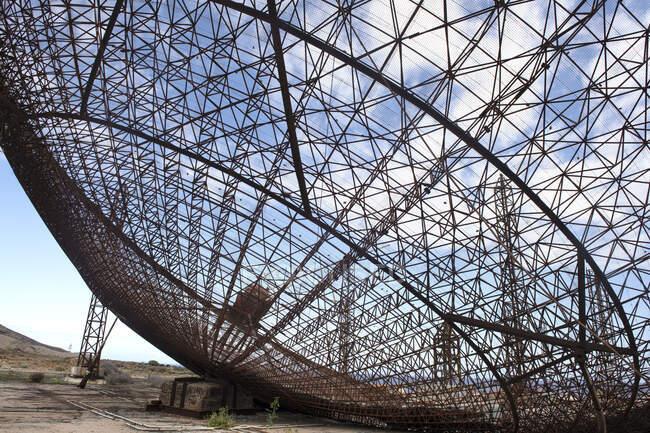 Primer plano de una antena satélite abandonada, El Medano, Tenerife, Islas Canarias, España - foto de stock
