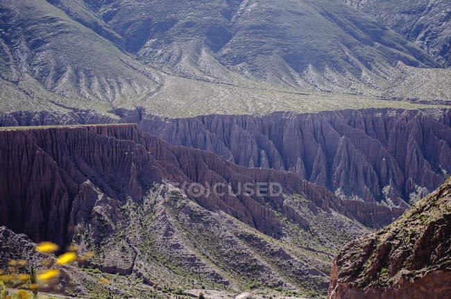 Прекрасний вигляд скелястих гір. — стокове фото