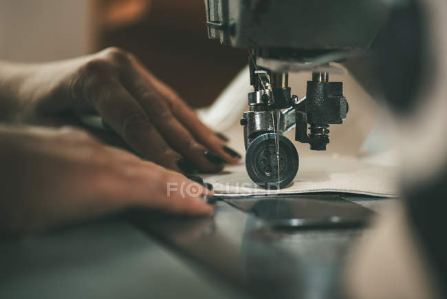 Cropped shot of seamstress working with sewing machine — Stock Photo