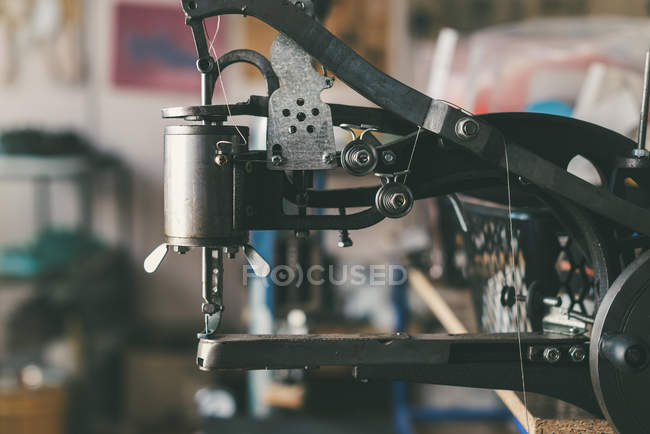 Close-up shot of industrial sewing machine at cobbler shop — Stock Photo